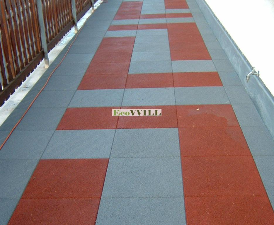 резиновая плитка на балконе